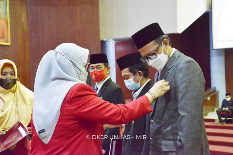 114 dosen Unhas terima tanda kehormatan dari Presiden Jokowi